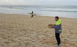 Opération Scanne ta plage pour récolter le plastique sur la plage