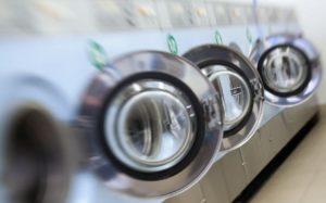 Nos machines à laver polluent les océans en recrachant des micro-particules de plastique.